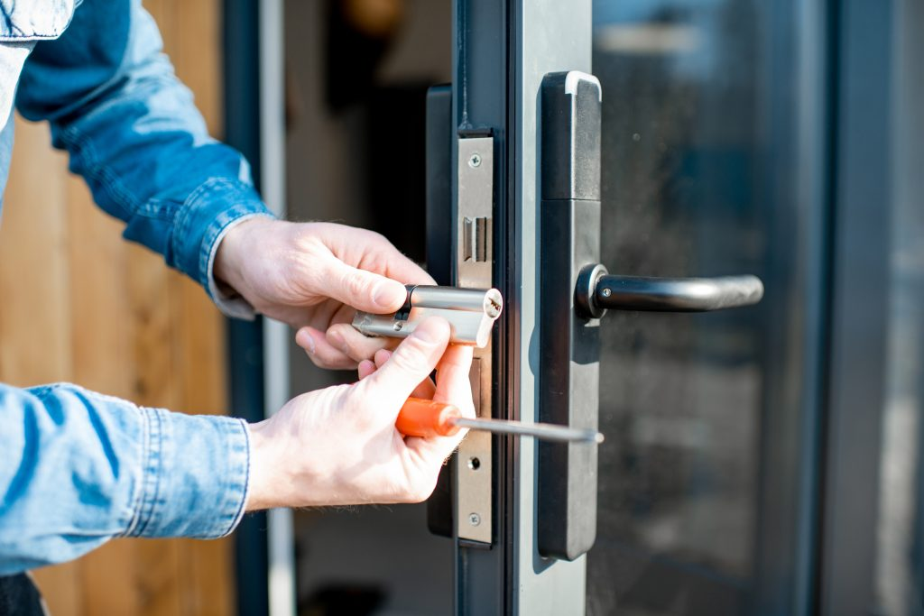 Things To Consider When Hiring a Locksmith